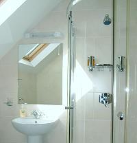 Ensuite Badezimmer mit Dusche/WC