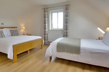 Chambre à trois lits au premier étage